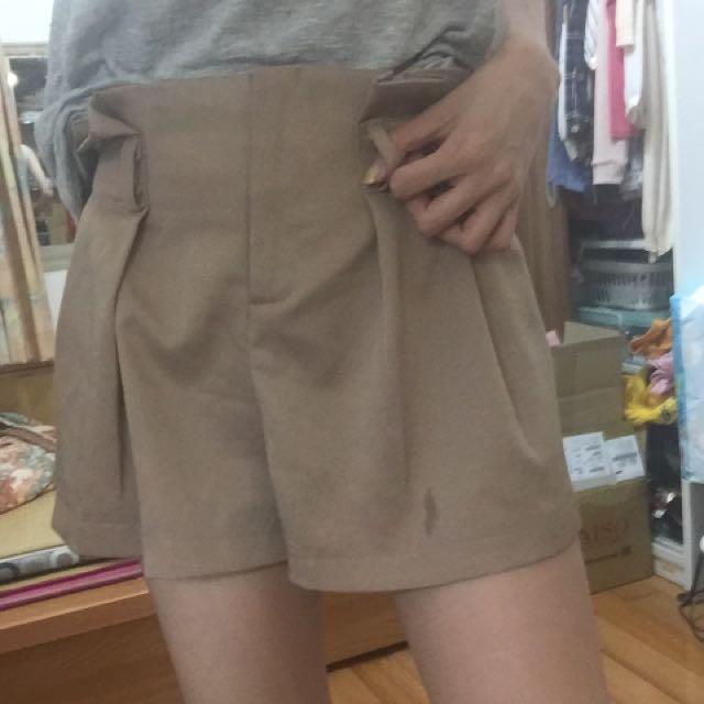 女生二手短褲 卡其色 彈性腰圍 波浪高腰百摺褲