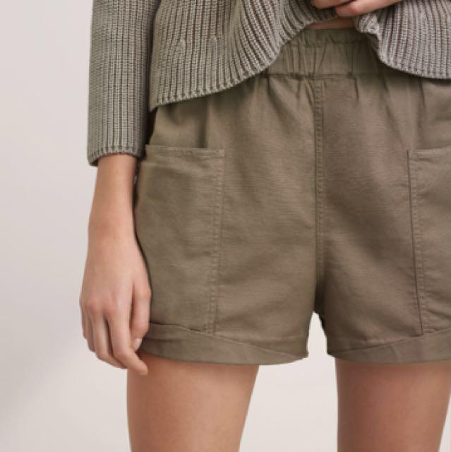Aritzia shorts XS in Olive