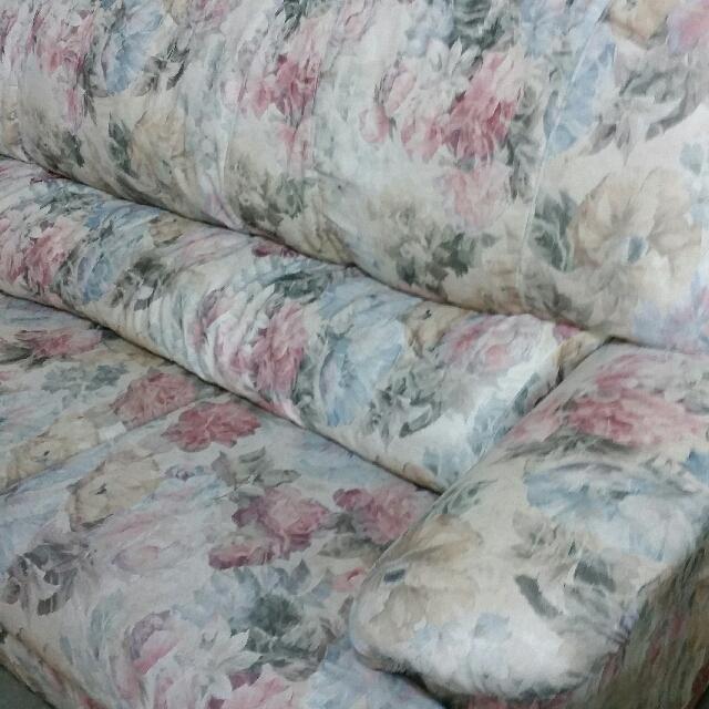 Floral fabric sofa set