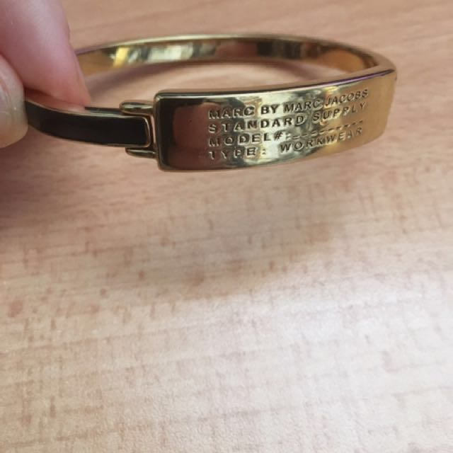 MARC BY MARC JACOBS BANGLE WITH HINGE CLASP