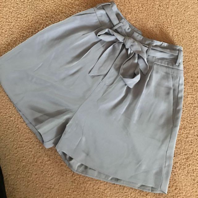 Meshki Size 8 high waisted tie up shorts