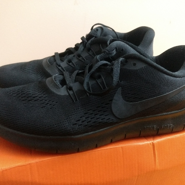 Nike Free run (Triple Black) US8.5 /UK 7.5