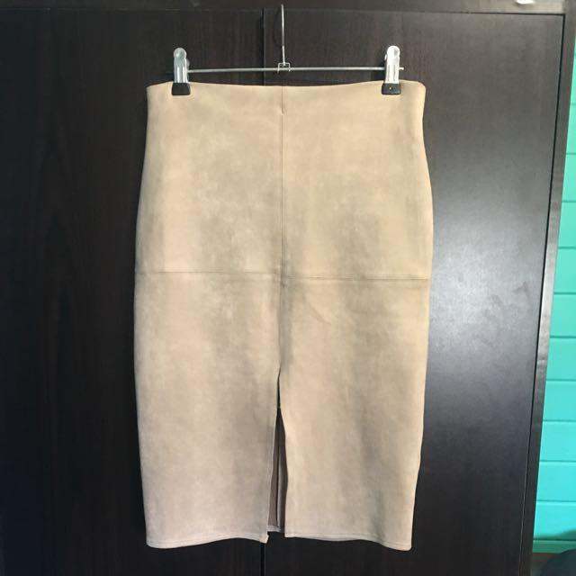 Nude pencil skirt