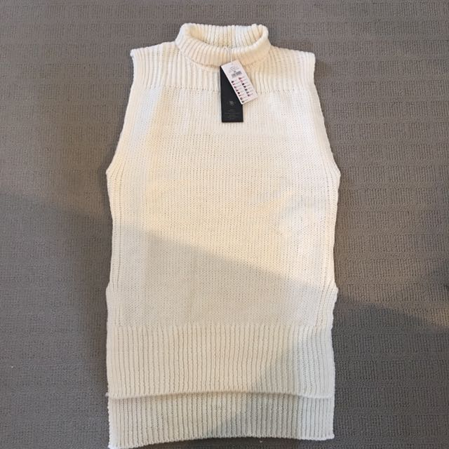 Oversized sleeveless knit