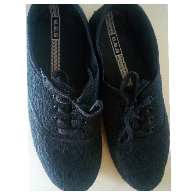Preloved black lace sneakers size 41 (10)