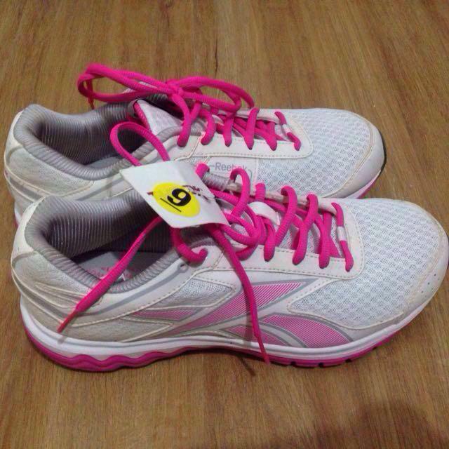 Reebok Rubber Shoes (size 9)