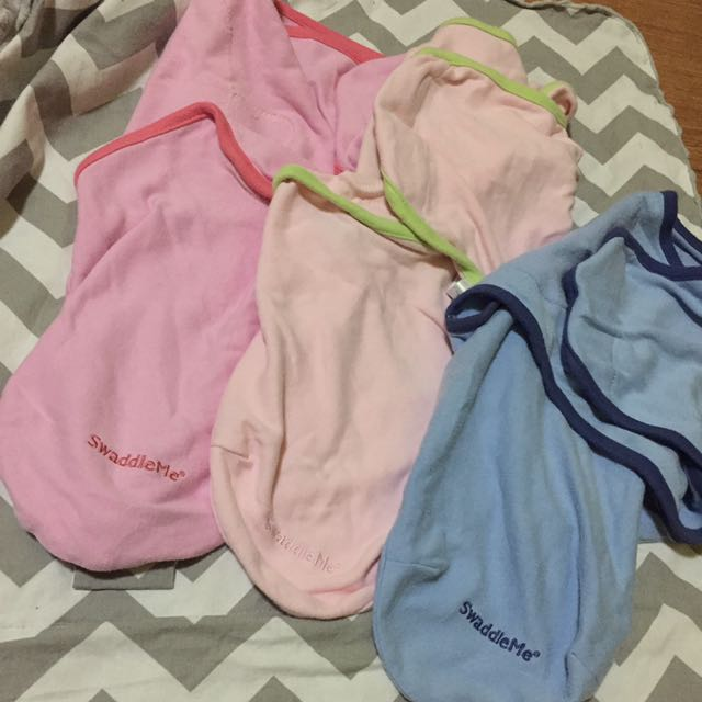 RUSH SALE! AUTH SWADDLE ME BABY SWADDLE! 250 each! 600 bundle!
