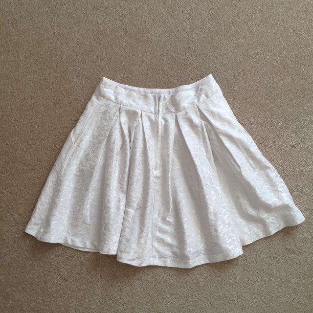 White pagani skirt