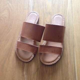 Rubi sandals size 6