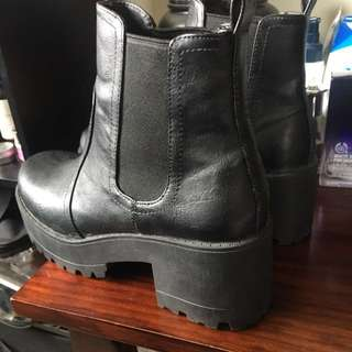 Lipstik Black Eamon Boot