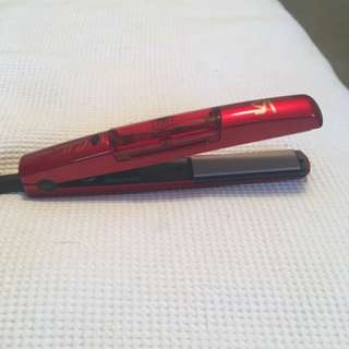Vs mini hair straightener