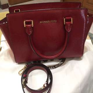Michael Kors Selma Medium Messenger Bag