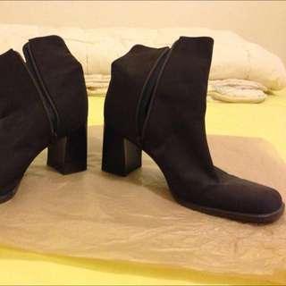 Used Ladies Nine West Dark Brown ankle boots.