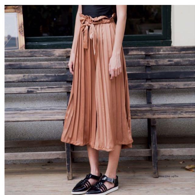 百摺氣質緞面寬腿褲