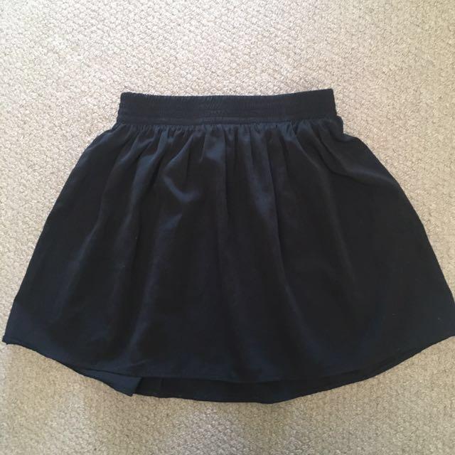 Black skirt (one size)