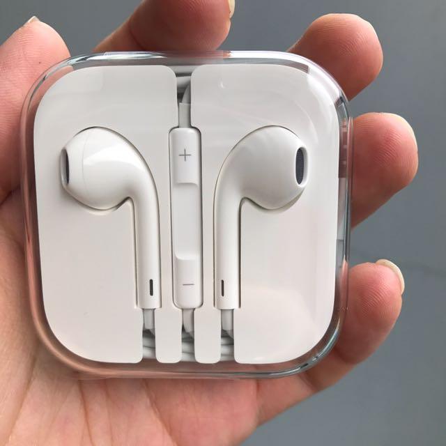 fc1e58bc2b5 BNIB Apple Iphone 6S original earphone, Electronics, Audio on Carousell