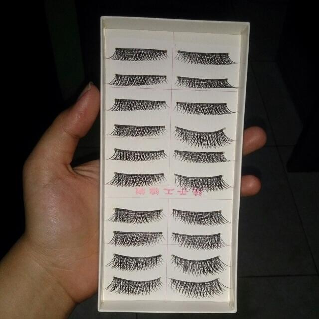 Bulu Mata Palsu Atas False Eyelashes 10 Pasang / Box