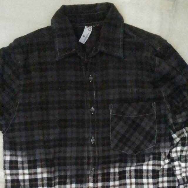 Flannel hitam putih