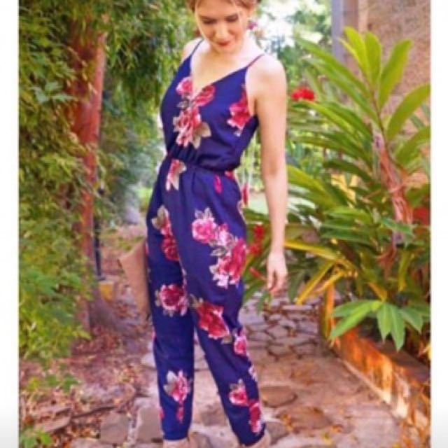 JUMPSUIT -Size/s: Fits up to large body frame -Fabric: Super Stretchable