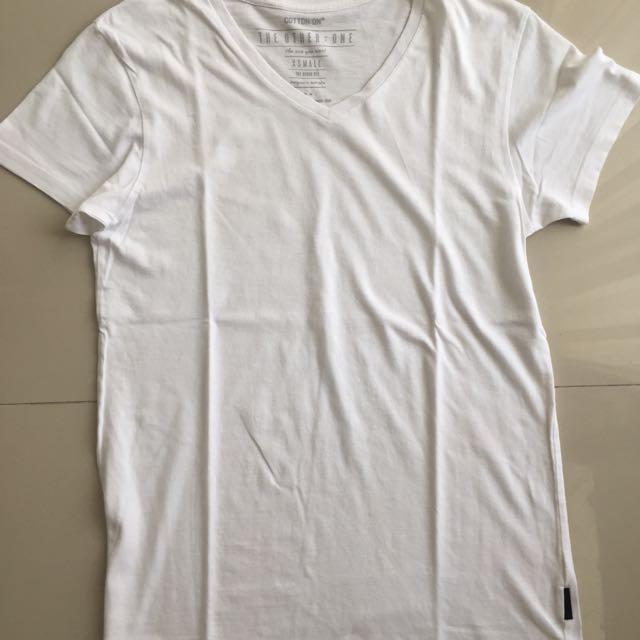 Kaos Putih Cotton On / White Tee Shirt / Kaos Polos / Cotton on / Kaos Putih