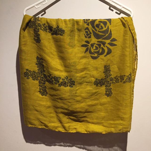 Large yellow scarf