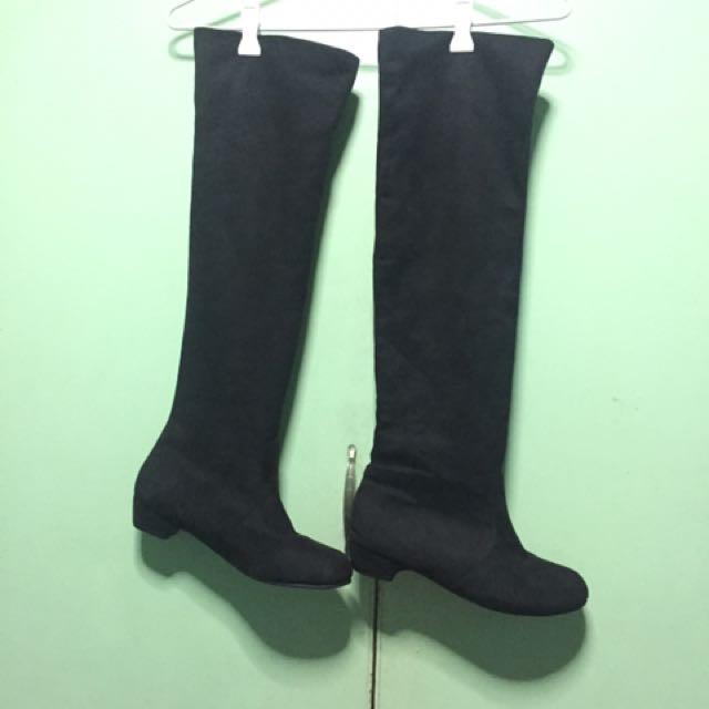Long Boots Size 8. Best fit size 6
