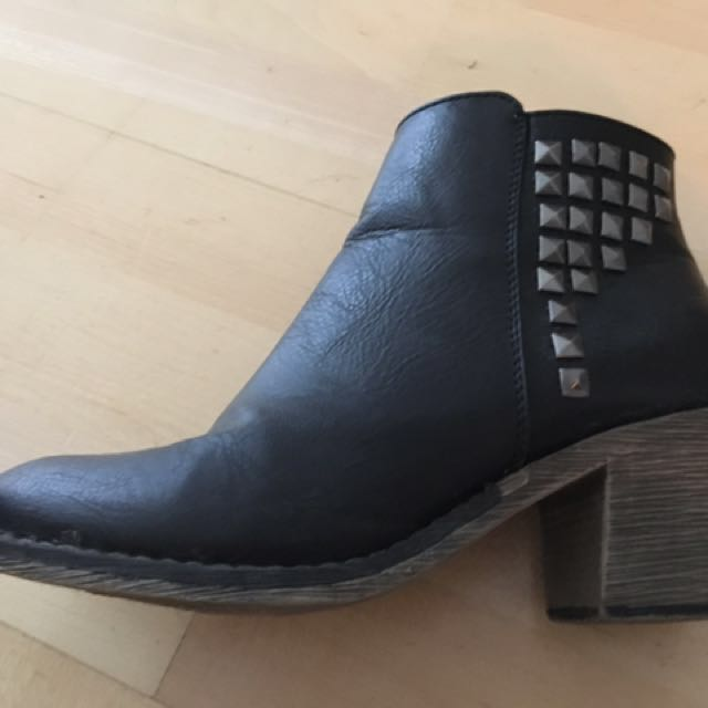 Madden Girl Black Booties With Studs Size 6