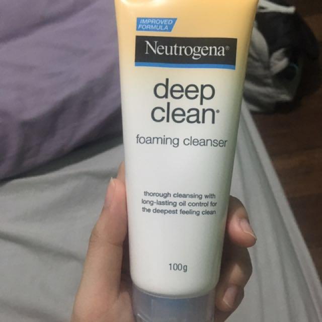 Neutrogena Deep Clean Foaming Cleaser