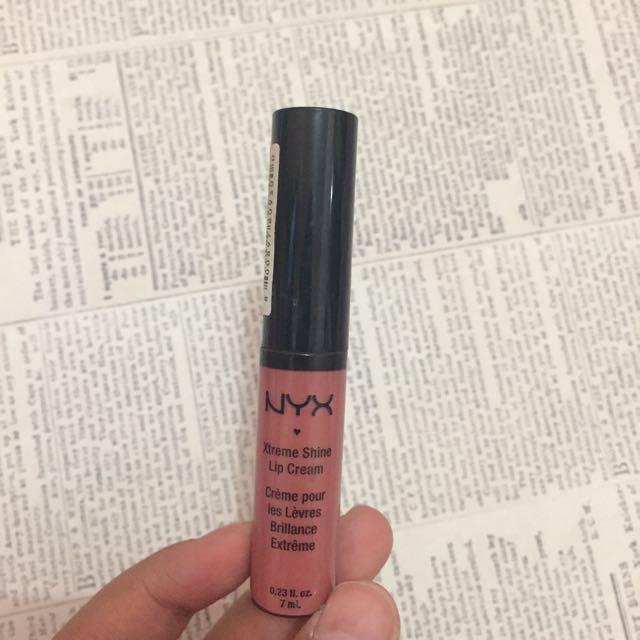 NYX - Lip Cream Buttery Nude