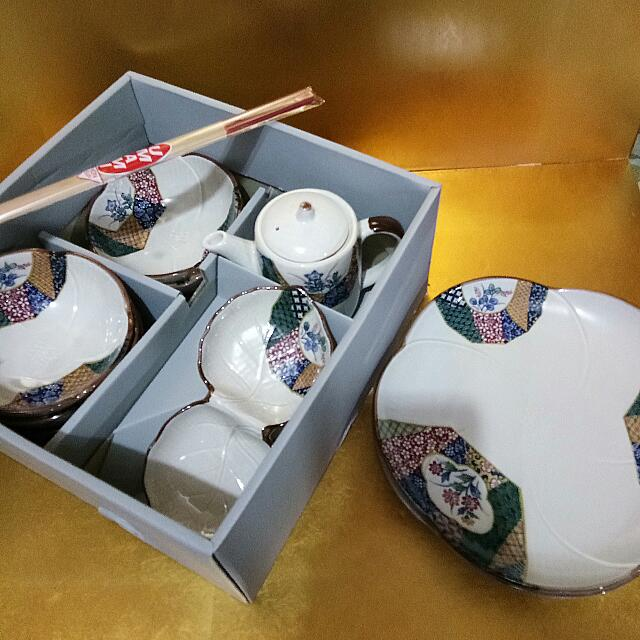 plate set with teapot