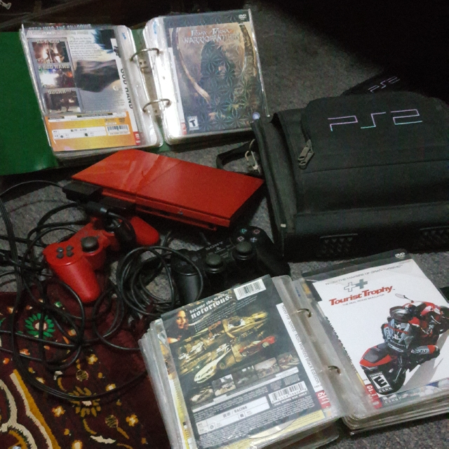 Playstation 2 Red Limited Edition Free 100 Pieces ++ CD Games and Free 2  Consoles With Memory Card