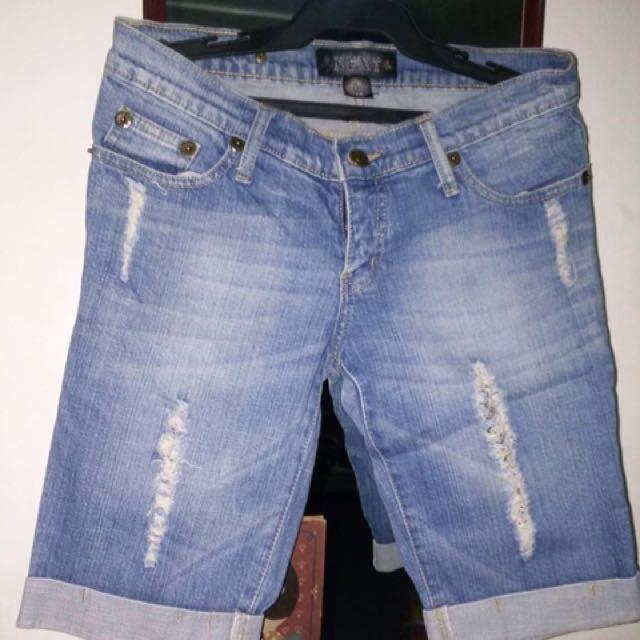 Size 28-Shorts Maong