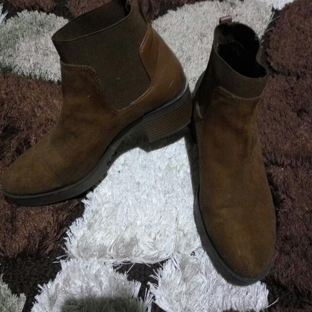 Stradivarius Boots Size 38