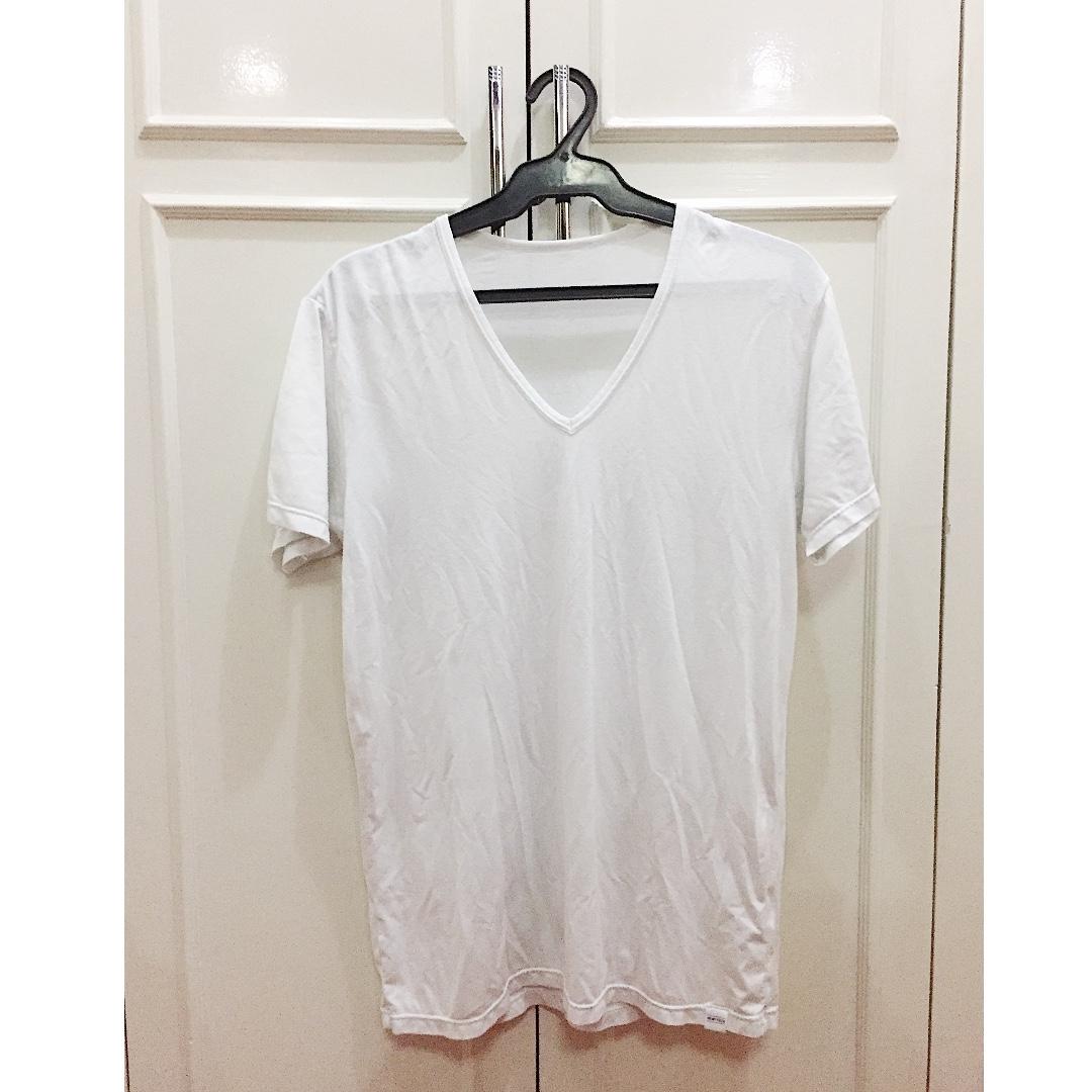 UNIQLO HEATTECH WHITE SHIRT
