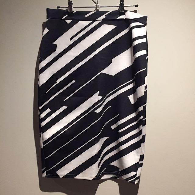 Valleygirl black white pencil skirt