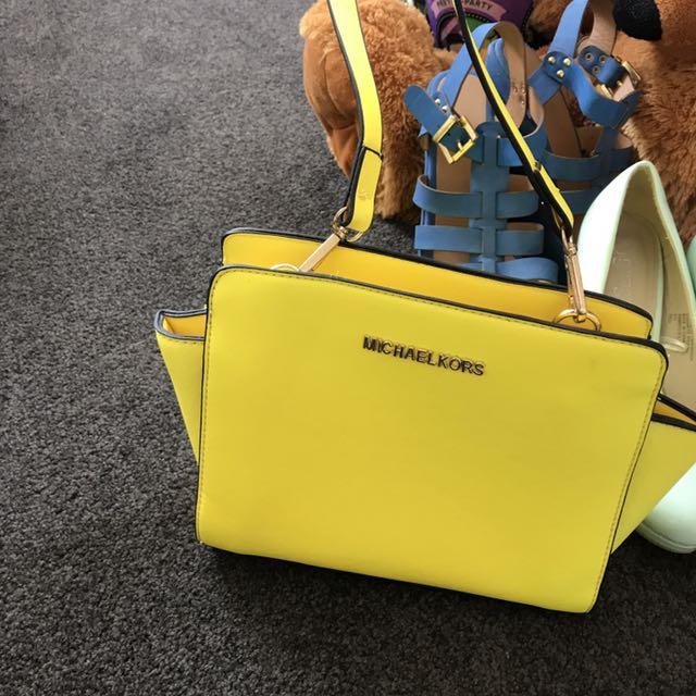 Women's yellow bag