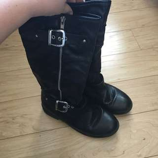GUC Boots (Size 6)