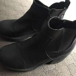 Black boots women's size 7