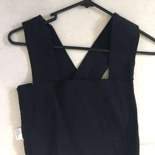 Size 8 boutique crop in black
