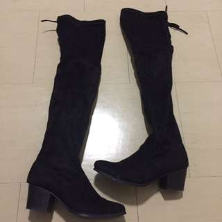 Over The Knee Boots Size 7.