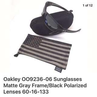 ORIGINAL Authentic OAKLEY  SUNGLASS MATTE  GRAY FRAME/BLK POLARIZED $260 Now $ 99
