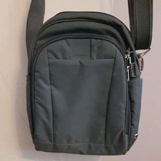 Pac Safe Travel Bag
