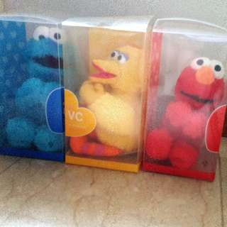 BNIB SESAME STREET X ITS SKIN  set of 3