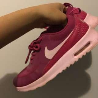 Nike pink theas