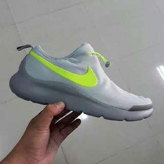 """Sepatu Nike Aptare Essential """"Grey/Volt"""""""