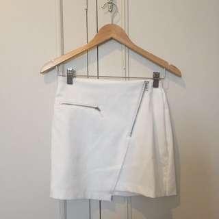 White miniskirt with zipper details