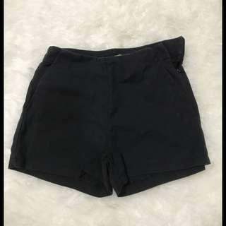 Short Pants In Black