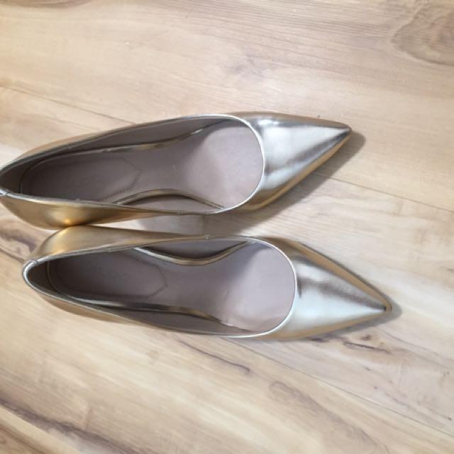 Aldo Gold Heels size 6.5