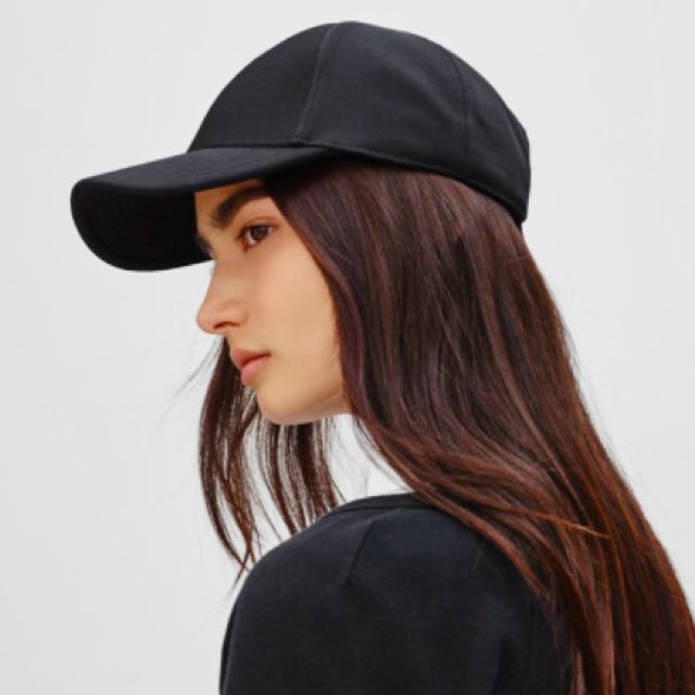 Aritzia Community - Turia Hat (NAVY)