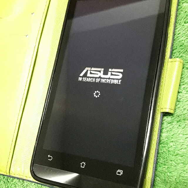 ASUS  ZenFone 5 (2GB/8GB) 適用 4G: 雙卡 5寸LED 智慧型手機 無盒~贈: 16GB記憶卡,綠色保護皮套,原廠充電器,全新耳機。ASUS ZenFone 5 (2GB / 8GB) for 4G: dual card 5 inch LED smartphone no box ~ gift: 16GB memory card, green protective holster, original charger, new headphones.
